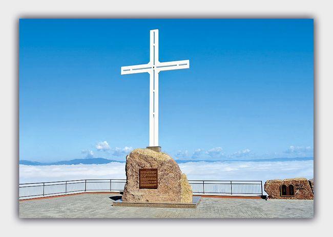 Kríž na hore Butkov